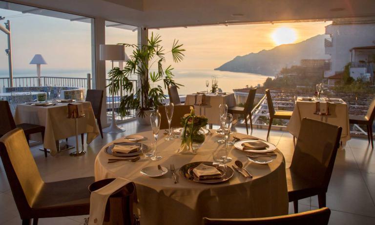 La spettacolaura vista dalla sala del Re Maurì di Salerno, chef Lorenzo Cuomo, una stella Michelin da un mese