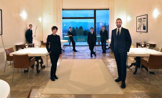 Lo staff di sala del Reale Casadonna, guidato da C