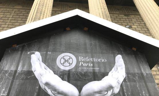 Le mani, tema dominante a Parigi, viste da JR, artista a cui si deve tutta l'impostazione artistica anche del Refettorio a Rio de Janiero
