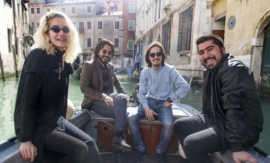 Al centro, Hadi Noori e Hamed Mohamad Karim, con i loro fratelli. A Venezia gestiscono tre ristoranti,Orient Experience eAfrica Experience, dando lavoro a 50 persone