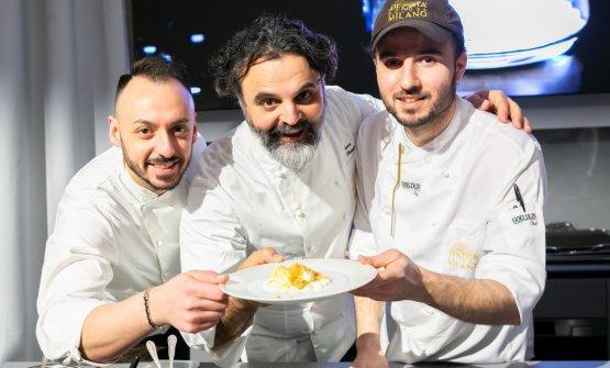 Con, a sinistra, il resident chef Alessandro Rinaldi, e il pastry chef Gabriele Tangari