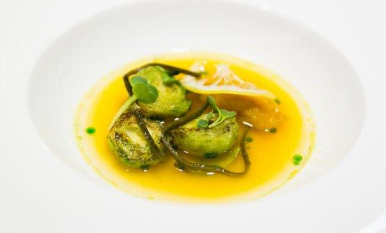 Brodo di zucca, alga kombu, germogli di porro, cavoletti di Bruxelles croccanti