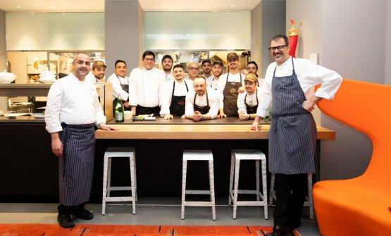 I due chef ospiti di questi giorni con la brigata al completo