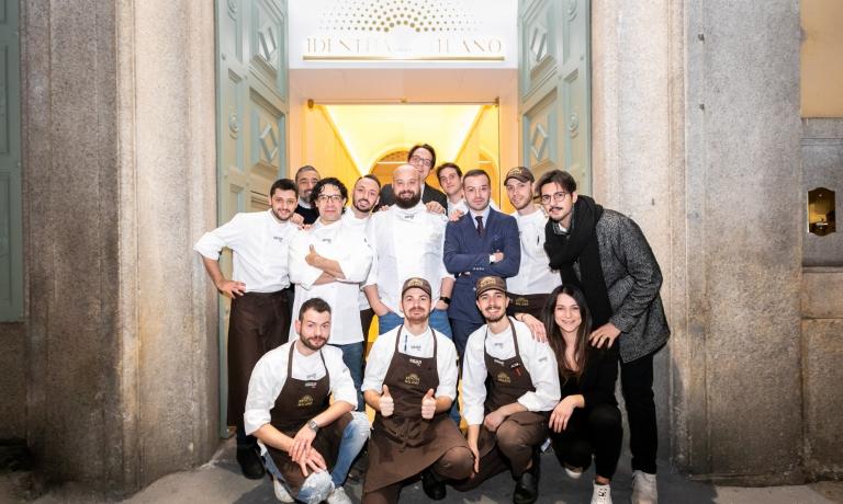 Foto di gruppo con le squadre di Identità Golose Milano e di Borgo Egnazia