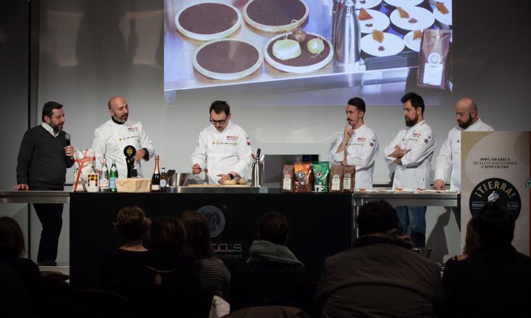 Andrea Ribaldone,con Gianluca Biscalchin, presentatore della giornata. Tiramisu vegetale