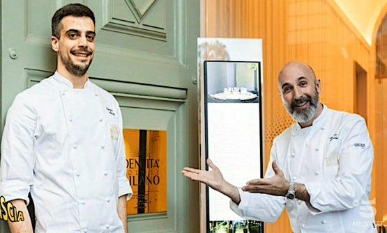 Andrea Ribaldone (a destra) e Simone Maurelli sul portone di ingresso di Identità Golose Milano in via Romagnosi 3
