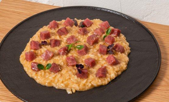 Risotto Riserva San Massimo mantecato con pecorino toscano, burro, pepe di Sichuane tonno rosso marinato allo zenzero