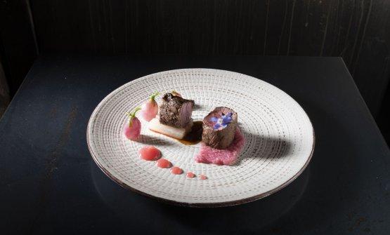 Filetto di agnello arrosto di Lozere, radice di aglio nero e riduzione d'agnello