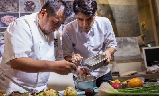 Virgilio Martinez (a destra) con Roberto Ortiz, resident chef di Lima London, l'unico ristorante di cucina peruviana con stella Michelin. Il peruviano è tra i protagonisti della nona trasferta di Identità a New York, 1-3 ottobre