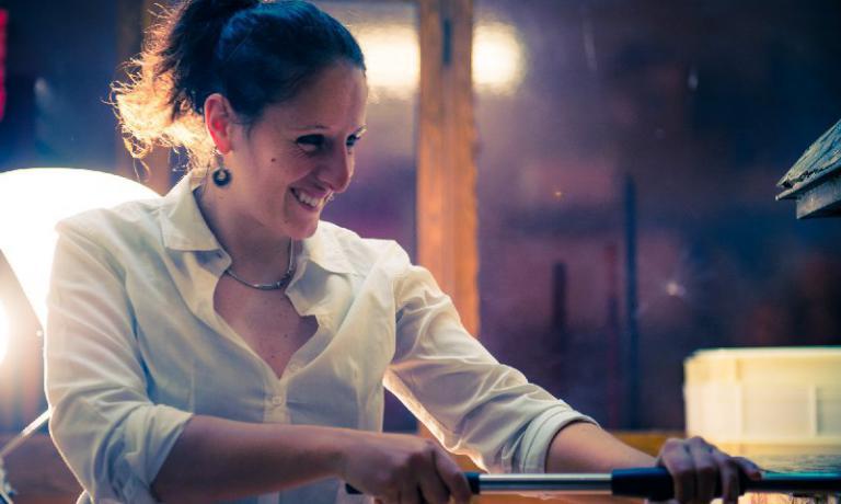 Roberta Esposito è una giovane donna della pizza ad Aversa, nel suo LaContrada, locale di famiglia. Racconta qui la sua storia, nell'articolo diTania Mauriper la newsletterIdentità di Pizza(per leggerla regolarmente,iscriversi gratuitamente qui)