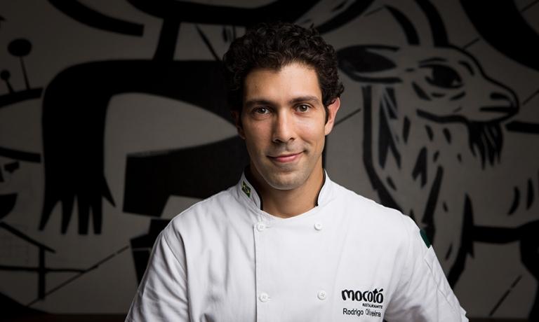 Rodrigo Oliveira, 37 anni, chef di Mocotò a San Paolo, Brasile. Cucinerà a Identità Golose Milano dal 12 al 15 dicembre prossimi. Per prenotare, clicca qui(foto instagram)