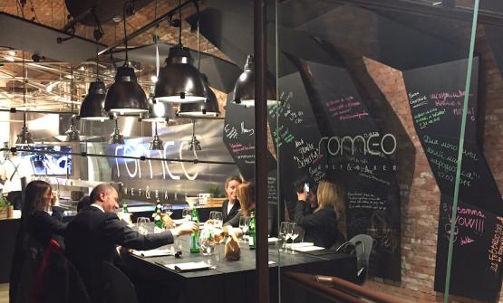 La sala che in pratica svolge le stesse funzioni del tavolo dello chef, solo per più persone