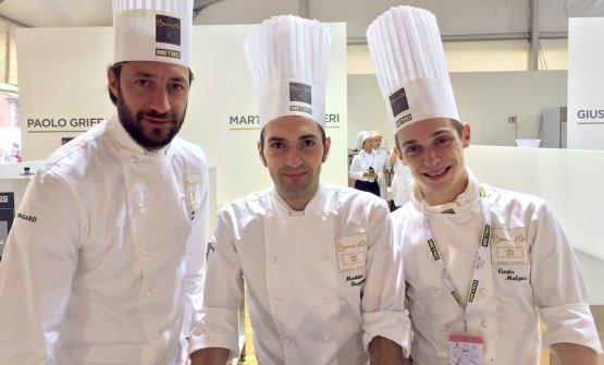 Il team di Martino Ruggieri: a sinistra Luigi Taglienti e a destra Curtis Mulpas, lui al centro