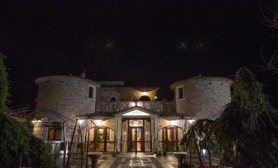 Le Grotticelle, bella struttura appollaiata su un'altura a poca distanza dal centro di Caggiano