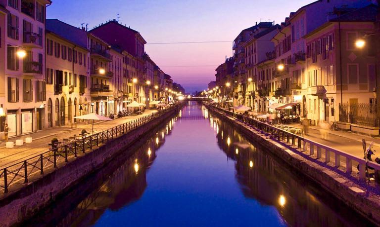 Navigli by night: con la Darsena, una delle aree più frizzanti della rinnovata Milano