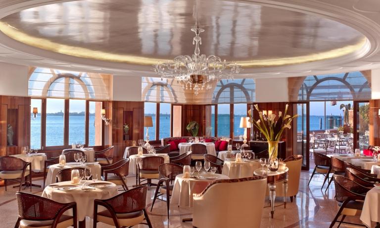 La bella sala interna del ristorante Oro, all'interno dell'hotel Belmond Cipriani