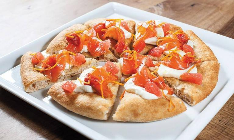 Pizza con salmone e e arancia