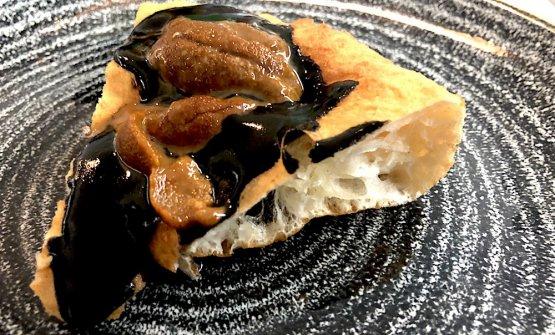 Salsa nera del calamaro con ricci di mare