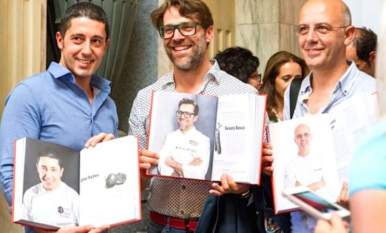 Tre maestri della pizza italiana alla presentazione alla Stazione Centrale di Milano di 100 chef x 10 anni, i cento chef che hanno cambiato la cucina italiana. Da sinistra verso destra Ciro Salvo, Renato Bosco e Franco Pepe