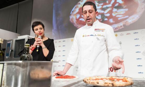 Ciro Salvo sul palco di Identità Golose 2017 conFrancesca Romana Barberini, presentatrice di Identità di Pizza (foto Brambilla / Serrani)