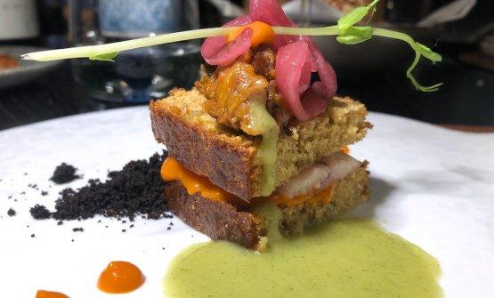 Sandwich di anguilla, caponata, polvere di olive, scapece e vermuth