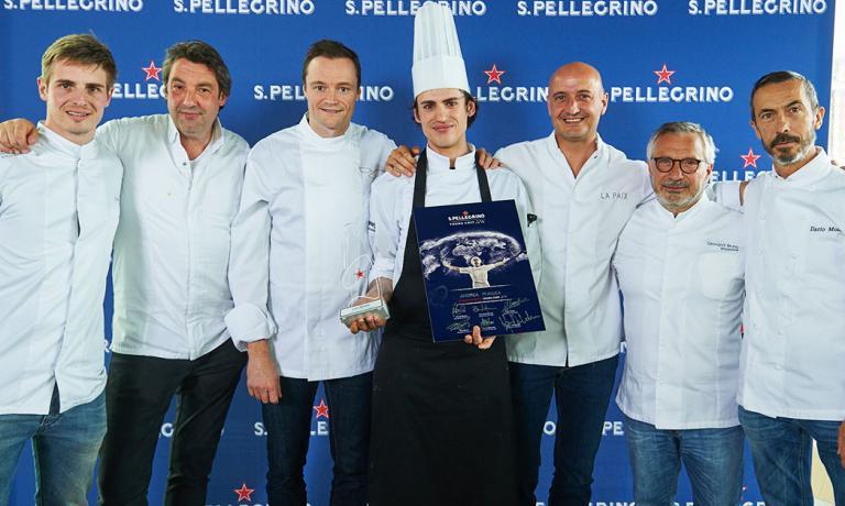 Andrea Miacola premiato come vincitore della selez