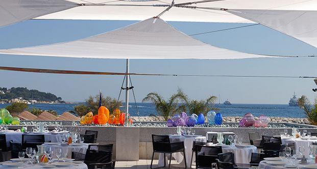 Il ristorante Les Pêcheurs, una stella Michelindentro al Cap d'Antibes Beach hotel, direttamente sul mare