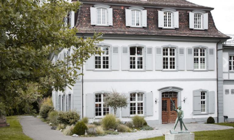 Lo Schifferhaus restaurant di Basilea (Bonergasse 75, telefono+41.(0)61.6311400, è contenuto in una villa del Settecento