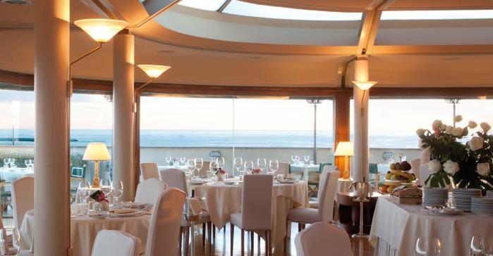 UN TUFFO NEL BLU. La nuova sede panoramica del Lunasia a Viareggio, telefono+39.0584.44449
