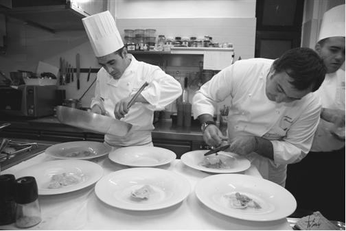 Antonio Pisaniello (a destra) con il collaboratore Antonio Natale