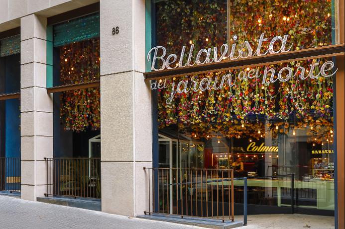 L'ingresso delristorante Bellavista del Jardín del Nortedi Barcellona, un complesso da mille metri quadrati voluto dai fratelli Iglesias e un'associazione d'impresehe fa capo alla famiglia del calciatore argentino Lionel Messi. Coisuoi ambienti differenziati, questo parco tematico cerca di ricrerareun villaggio immaginariodella Spagna più remota, con tanti corner di cucina diversi