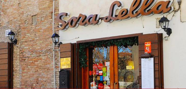 L'insegna di Sora Lella all'Isola Tiberina, storicoindirizzodi cucina tradizionale capitolina