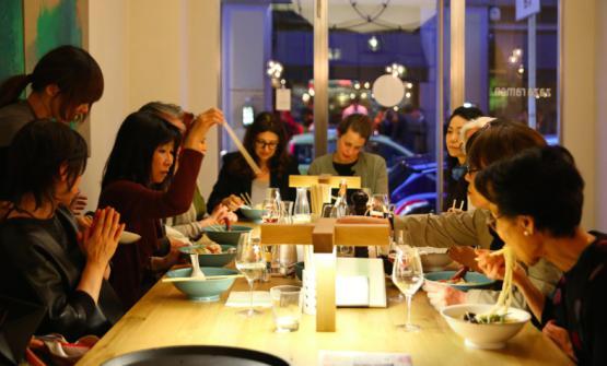 Zazà Ramen in via Solferino a Milano, il ristorante diBrendan Becht, chef olandese, ennesima conferma dell'Asia-mania che avvince Milano negli ultimi anni