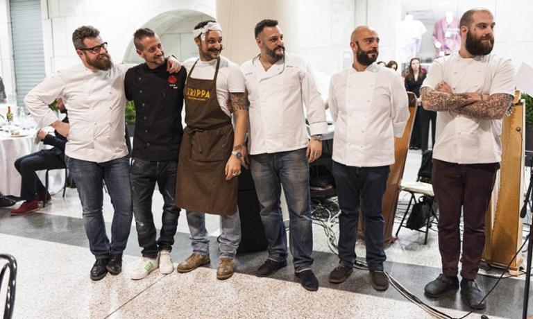 Matteo Monti (secondo da destra) con alcuni dei colleghi che hanno cucinato nella serata di Nemo all'ospedale Niguarda: da sinistra a destra, Eugenio Boer, Christian Milone, Diego Rossi, Misha Sukyas, Monti ed Eugenio Roncoroni
