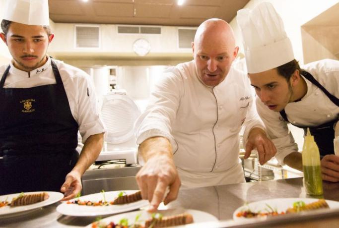 Poche settimane fa, il ristoranteLocanda Margon è stata premiatocon la seconda stella Michelin:«Avevamo già alzato da un paio d'anni l'asticella dell'ambizione», spiega Alfio Ghezzi, qui in cucina nella foto di Eugenio Luti