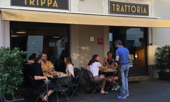 Da pochi giorni, Trippa apparecchia qualche tavolo all'esterno. Una buona notizia per chi non riesce a prenotare: basta arrivare all'ora dei tedeschi e sedersi (foto instagram)