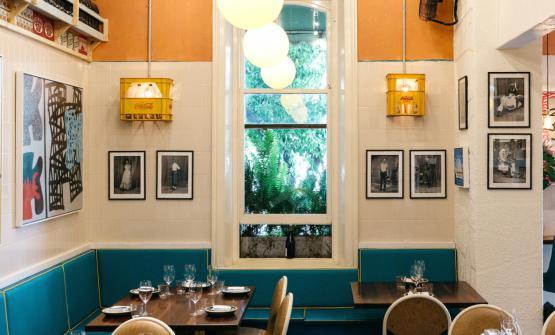 Gli interni stile Soweto del ristorante Africola d