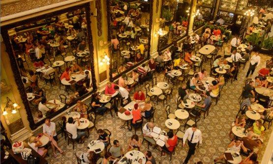 La Confeitaria Colombo: fondata nel 1894, in rua Gonçalves Dias 34 a Rio de Janeiro, è un gioiello di altri tempi in cui fermarsi a consumare un caffè o un dolcetto carioca