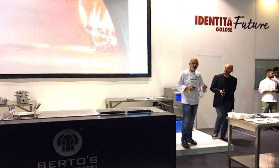 Franco Pepe ieri a Identità Future, presentato da Carlo Passera. Ha raccontato le mirabilie di Scugnizzo, il forno elettrico per pizze prodotto da Izzo Forni