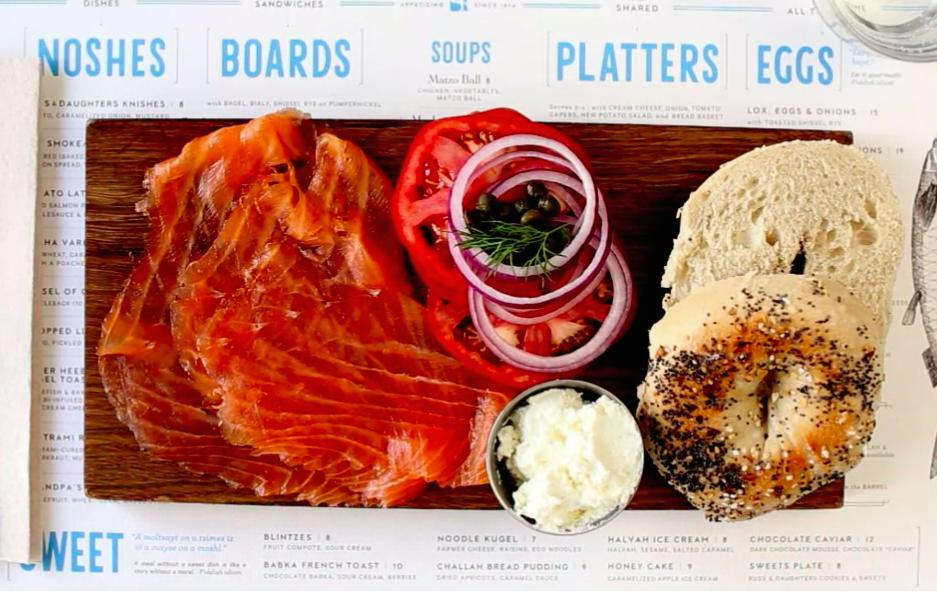 Le strepitose bagel di Russ & Daughters, russanddaughters.com. E' solo una delle infinite bontà che si possono trovare tra Brooklyn e Manhattan, ci racconta Ryan King, giornalista e English man in New York