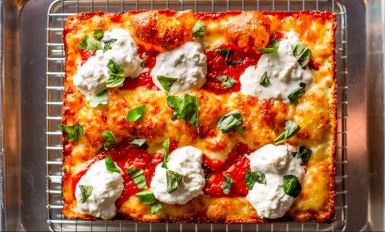 Una pizza Detroit-style di Emmy Squared a Brooklyn, una delle pizzerie più in voga aNew York, scrive Ryan King (fotoemmysquaredbk.com)