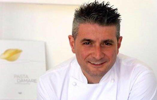 Salvatore La Ragione, miglior sous chef per la Guida di Identità Golose 2013, classe 1977. D'inverno al Bifulco c'è lui