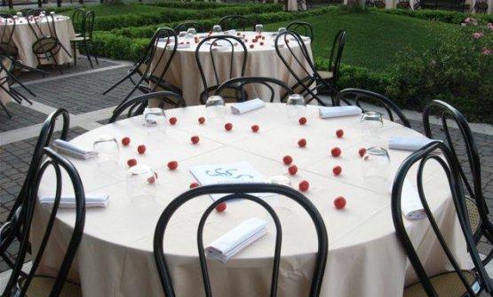 I tavoli della Welcome dinner organizzata per il J8/G8 del 2009 da Spazio Sud onlus con Gualtiero Marchesi e Alma scuola di cucina insieme a Onu-Unicef e Corpo Nazionale dei VV.FF.