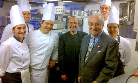 Leone e Marchesi con la brigata di cucina del ristorante Quadri a Venezia