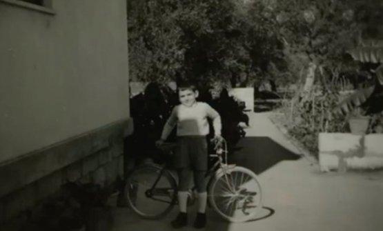 Nella puntata, anche foto della gioventù di Corrado