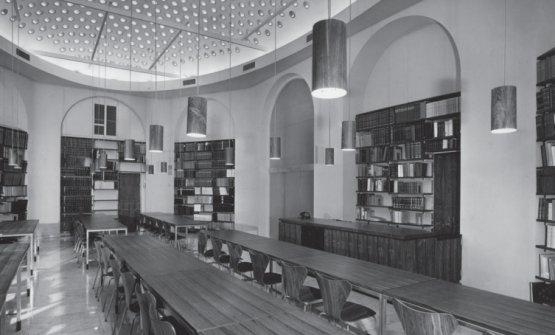 Una foto storica della sala principale di Romagnosi 3, al tempo in cui ancora ospitava la Fondazione Feltrinelli