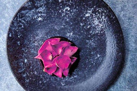 Pancake alsangue, rosa e rosa canina