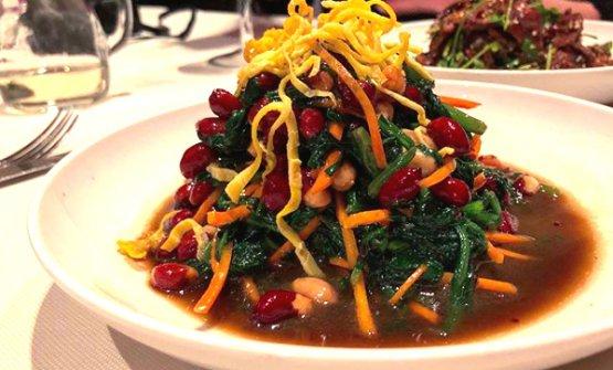 Spinaci ed arachidi in aceto, uno dei piatti di Chef J, cucina manciuriana a Milano