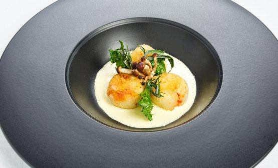 Gnocco ripieno di lumache su salsa verde con funghi pioppini e artemisia: la ricetta dell'autunno di Massimo Spigaroli