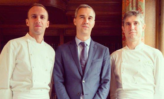 Il cuoco italiano Giuliano Sperandio, il restaurant manager Cédric Servain e lo chefChristophe Pelé (foto twitter/Haut-Brion)
